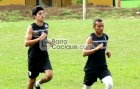 Jorge Espinoza (izquierda) y Erick Mendoza (derecha) realizan pruebas físicas